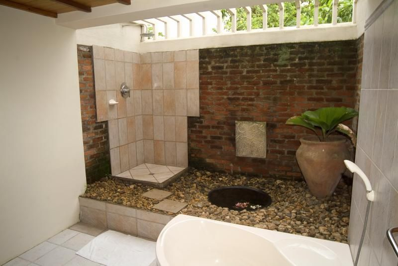 Pictures of inspiring outdoor shower design ideas cozy for Bathroom designs sri lanka