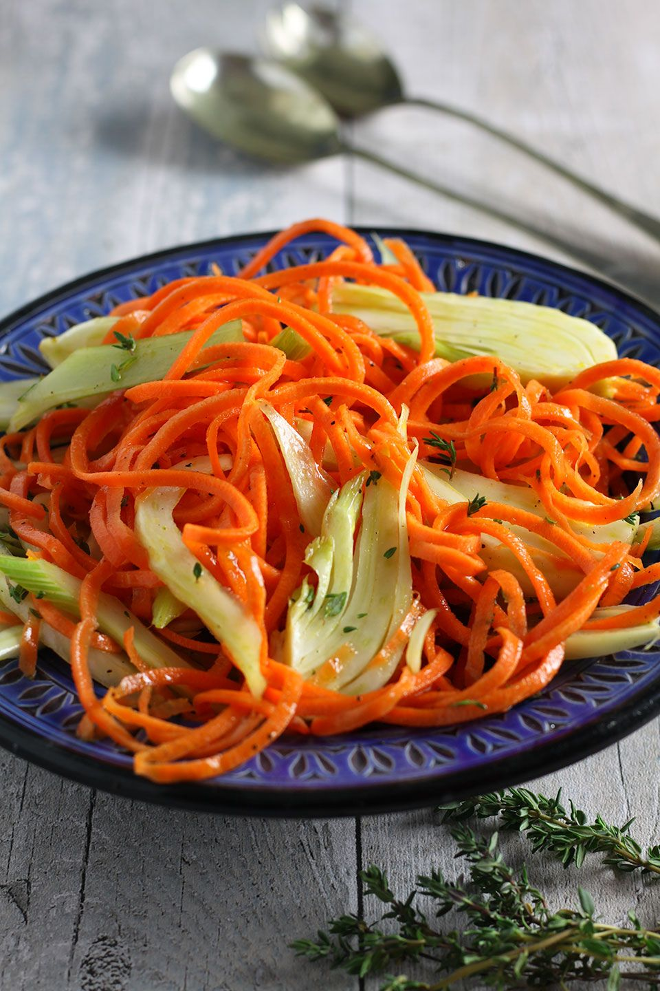 A colourful, tasty and simple to make spiralised carrot and fennel salad with a delicious, orange, ginger and honey dressing.