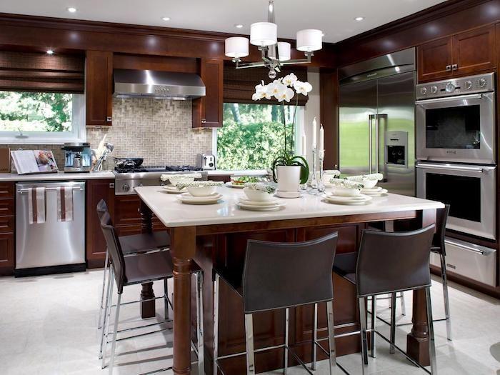 Wohnküchen, ein Tisch für den Frühstück gedeckt, drei eingebaute ... | {Wohnküchen 7}