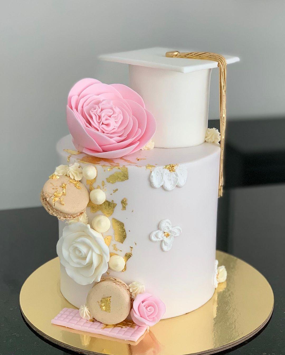 كيكه تخرج ابوظبي كيك تخرج بنت ثناويه كيكه تخرج توصيل الامارات كيكه تخرج توصيل دبي احلى كي Graduation Cakes Pink Graduation Cake Graduation Cake Designs