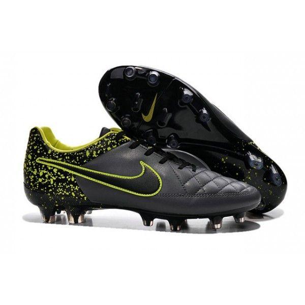 La chaussure de football Nike Tiempo Legend V est composée de cuir ...