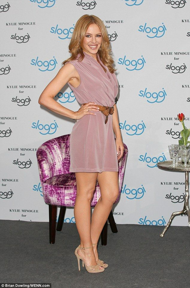 Kylie Minogue 46 Shows Off Her Legs In A Short Pastel