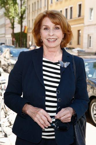 """Senta Berger (73), österreichisch-deutsche Schauspielerin (""""Altersglühen"""")   Senta Berger (73), österreichisch-deutsche Schauspielerin (""""Altersglühen"""")  """"Sex ist die Kunst, Erwartungen zu wecken, die gar nicht geschlafen haben."""""""