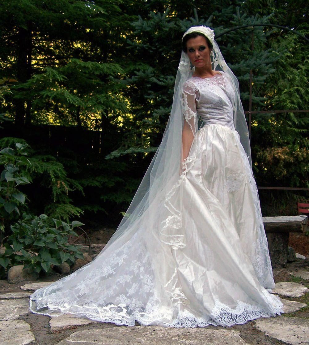 1950s Diamond White Silk Voile Layered Wedding Dress with