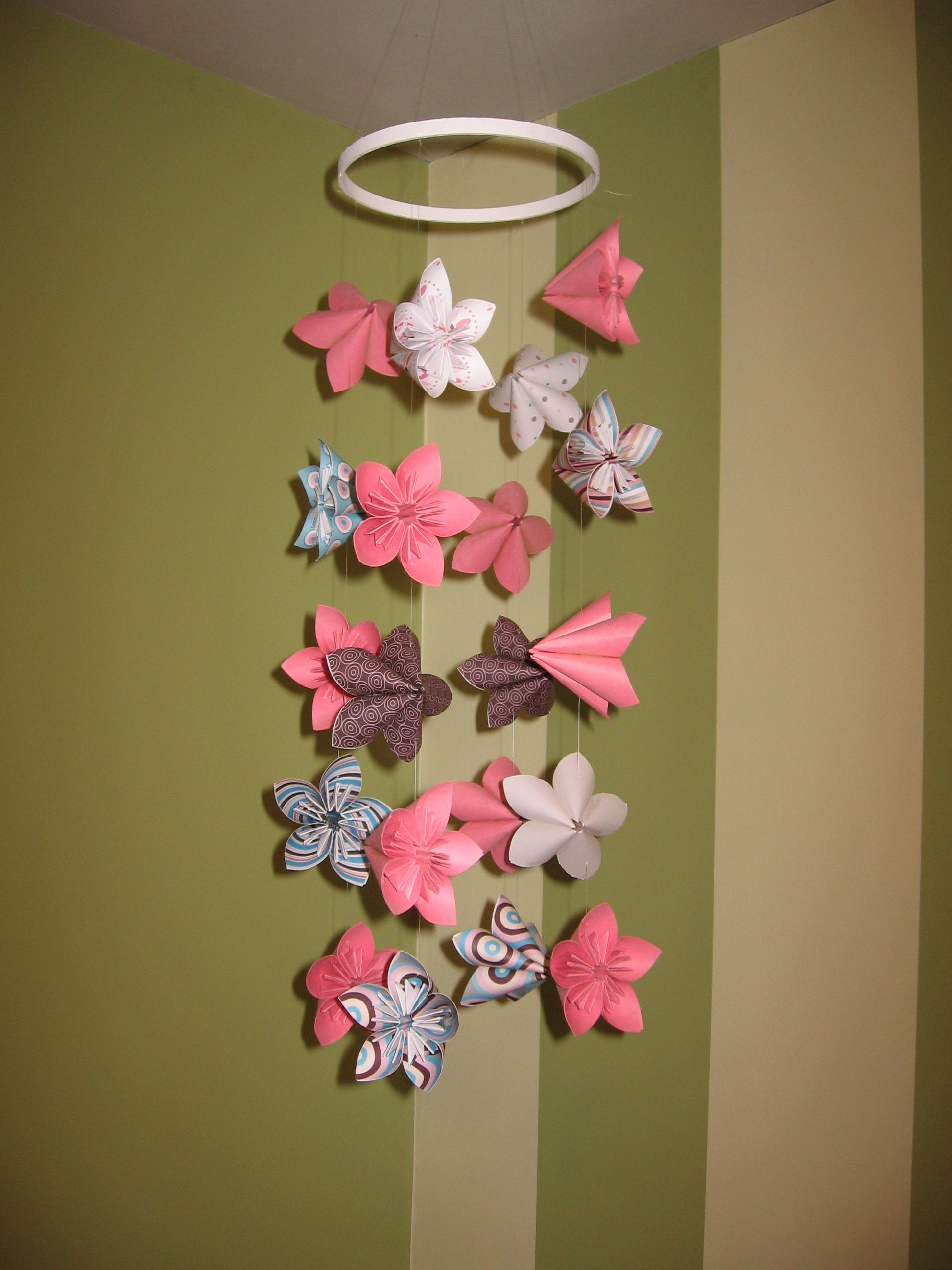 Origami folding flowers stars and animals as nursery room decoration - Origami Flower Baby Mobile Fold The Oragami Flowers Then Use Fishing Line To Tie Together