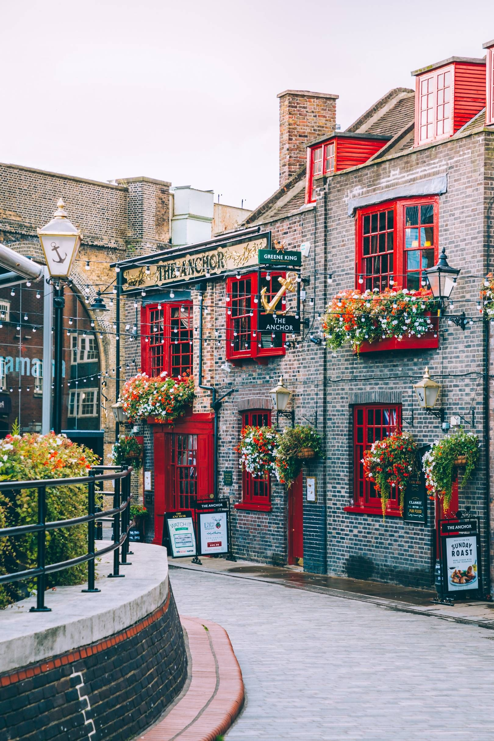 The Anchor is one of the oldest pubs in the city. It's located on Bankside, close to Southwark Cathedral, so you can find it while walking along the banks of the Thames. This 800-year-old tavern was destroyed during the Great Fire of London in 1666 but was rebuilt soon after. [i]The Anchor, 34 Park Street, London SE1 9EF[/i]
