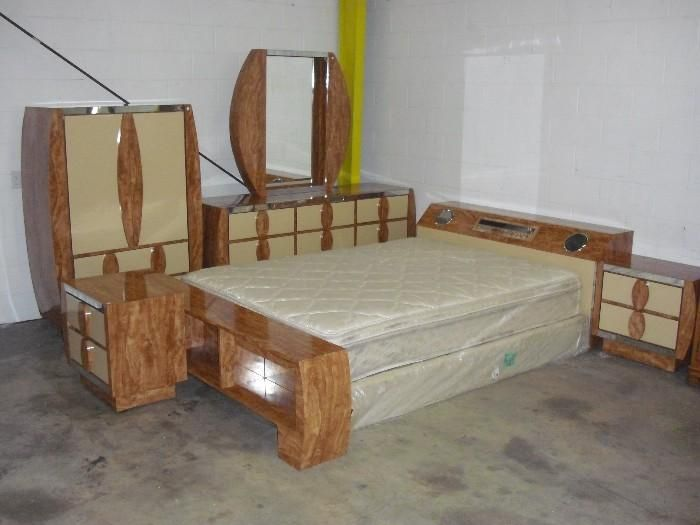 Vintage Bedroom Set With The Stereo Inside The Headboard I Love