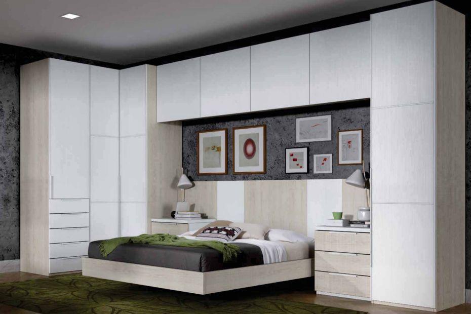 dormitorio de matrimonio con armario de rincn angular con mdulos de gran capacidad de almacenaje con cabecero recto de paneles verticales con mu