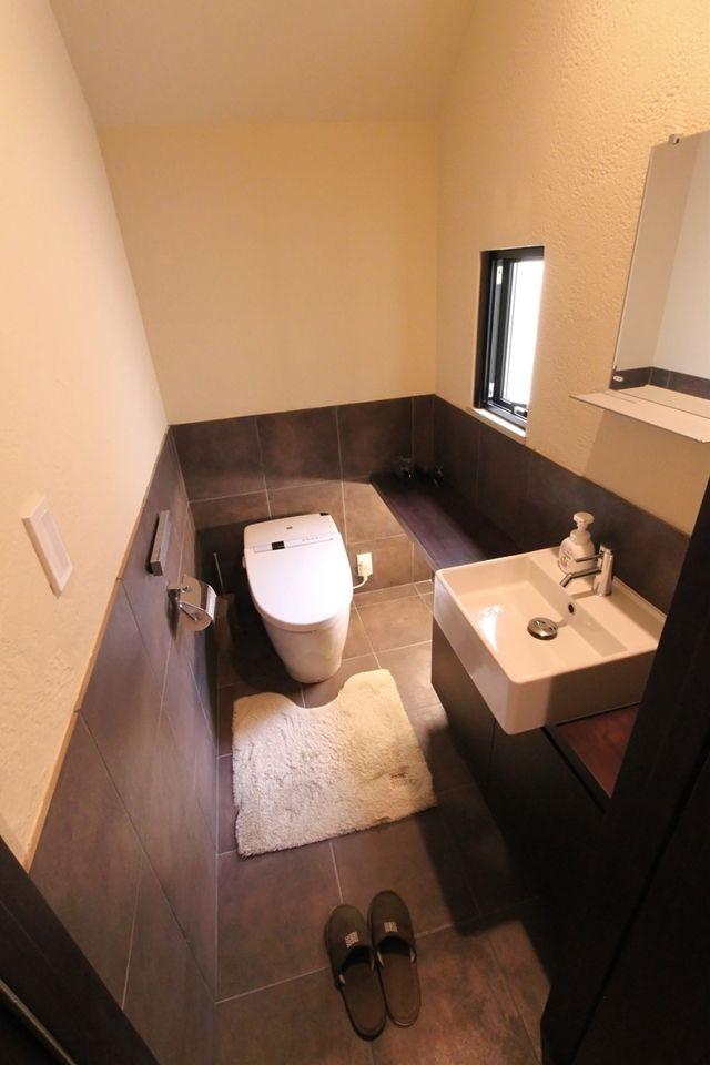 おしゃれなトイレ画像35選 壁紙 タイルの選び方やバリアフリー