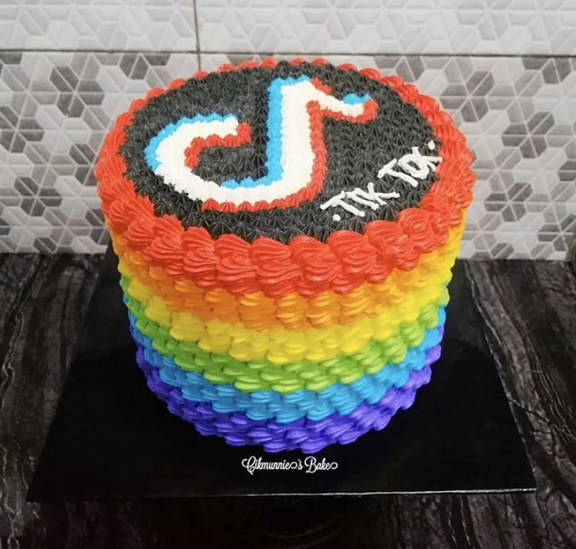 Pin By Anita Escobal On Cake Tick Tok Cute Birthday Cakes Cool Birthday Cakes Dance Party Birthday