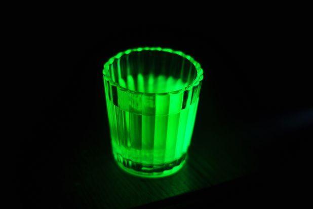 How To Make Glowing Water Without A Black Light Glow Stick Jars Glow Jars Glow Stick Party