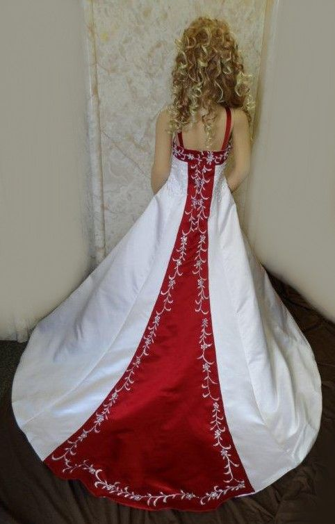 White And Le Red Miniature Wedding Dress Train