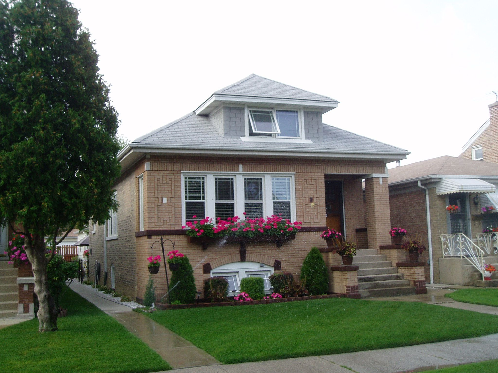 Landscaping design gethsemane landscaping chicago kemora for Bungalow house chicago