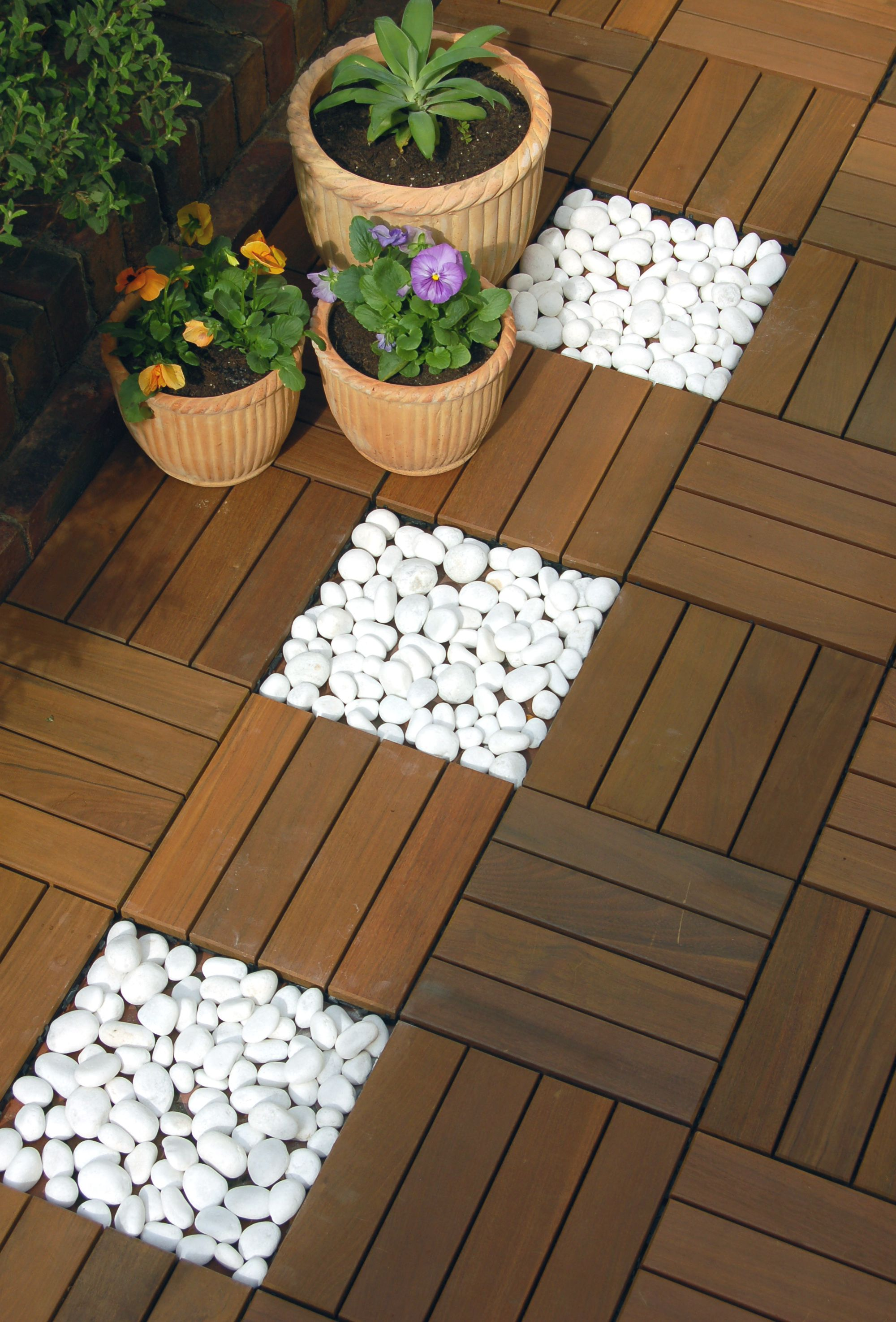 Contrasting white pebbles with Ipe wood SwiftDeck tiles