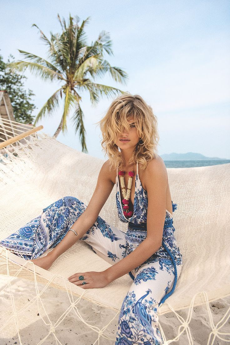 The ultimate outfit for an elegant beach vacation!