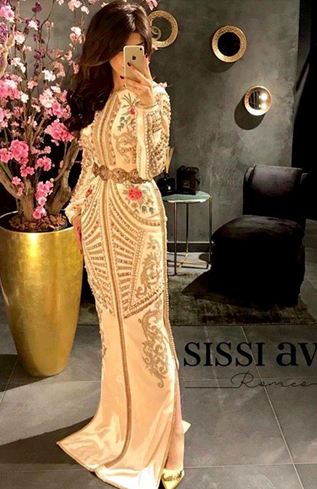 Epingle Par Amina Mina Sur Djelaba En 2020 Robes Mariage Haute Couture Robe Orientale Moderne Robe