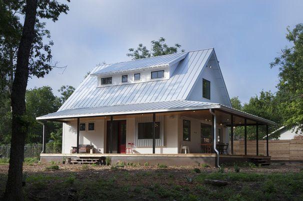 Houzz Tour A New Texas Farmhouse Pulls A Neat Trick Modern Farmhouse Exterior Farmhouse Exterior House Exterior