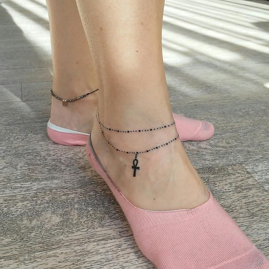 28 Anklet Tattoos to Honor the '90s Girl You'll Always Be