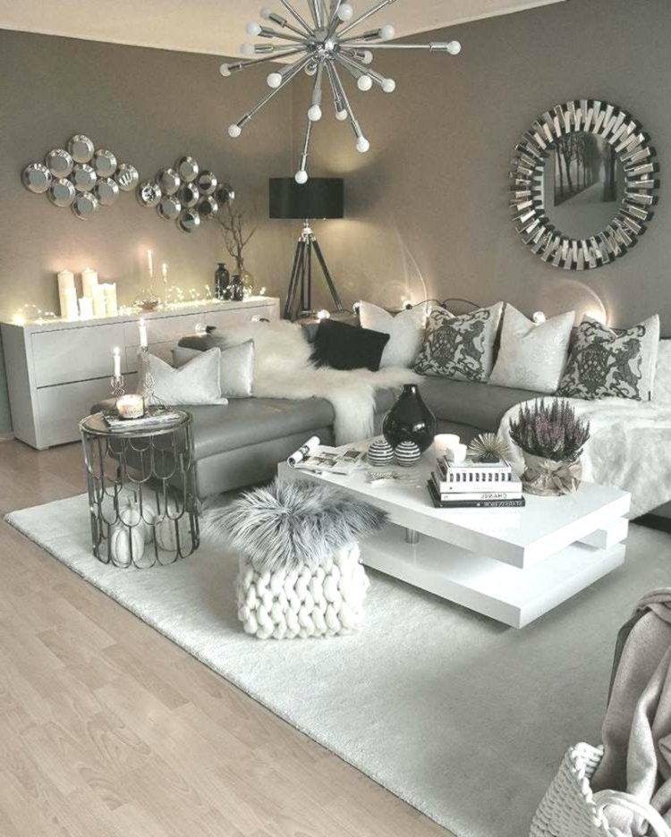 Un Salon Blanc Et Gris Decline En Quelques Ambiances Raffinees A Adopter En 2018 Maison 2018 Living Room Grey Modern Glam Living Room Living Room Modern
