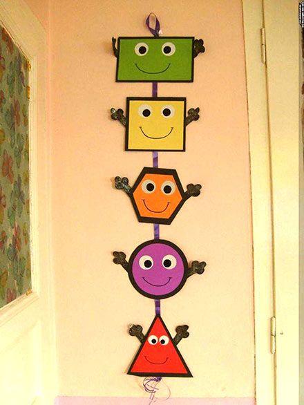 افكار وسائل تعليمية لغة انجليزية للاطفال لوحات مدرسية بالعربي نتعلم Preschool Classroom Decor Shapes Preschool Bulletin Boards Classroom Decor