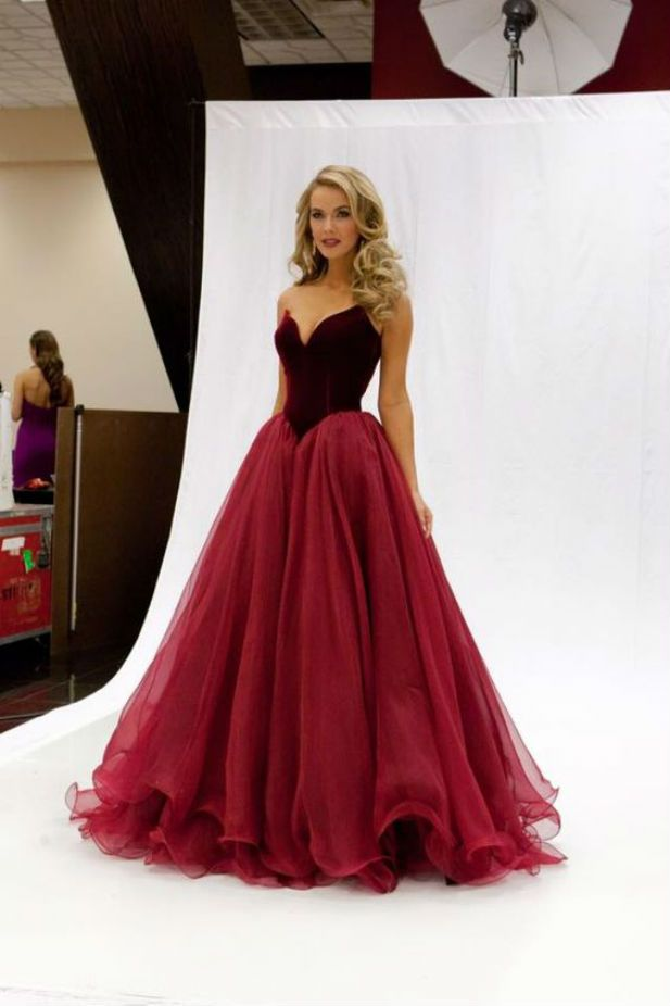 25 daring red wedding dresses gowns prom and wedding dress for Velvet and lace wedding dresses