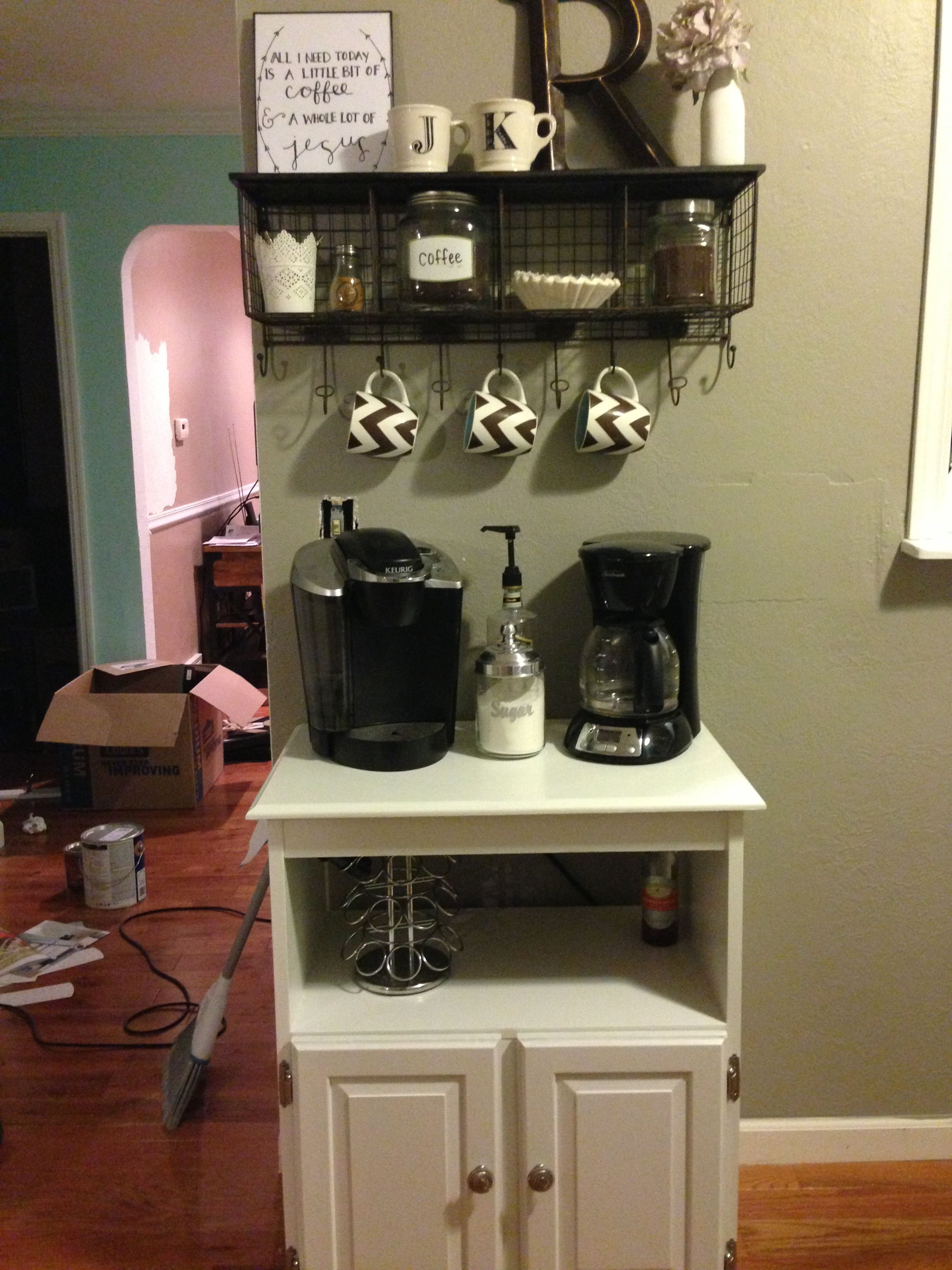 This is a cute way to do a coffee bar in a small space ...