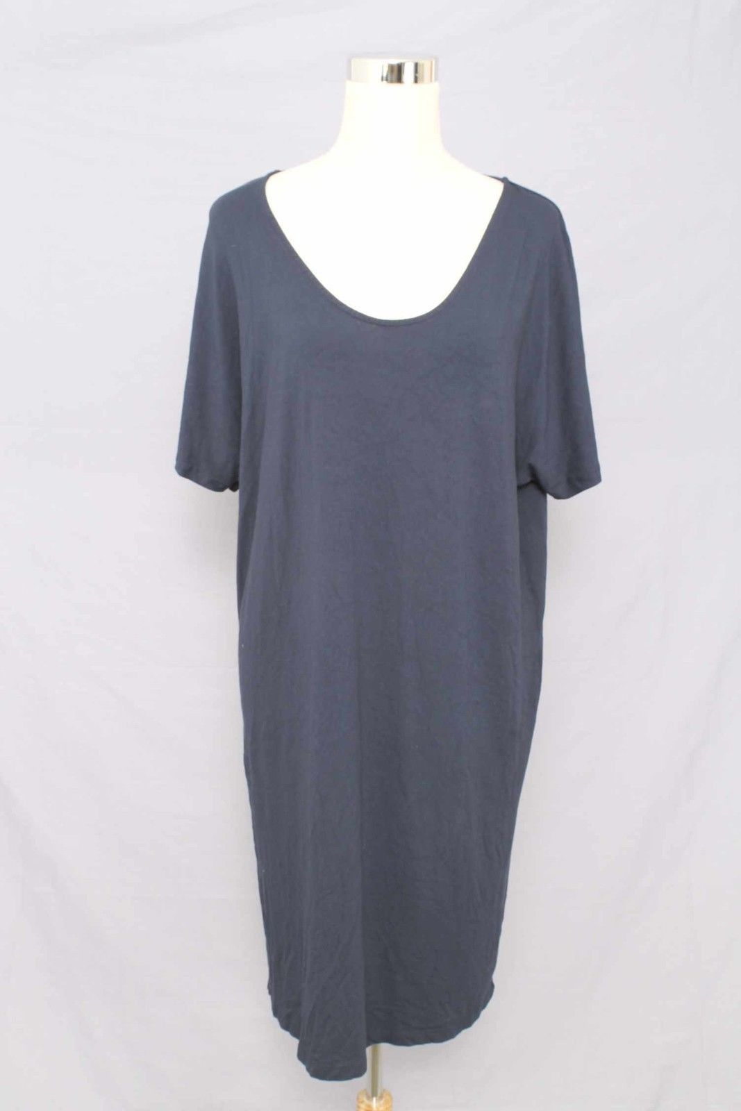 Landsu end navy blue short sleeve dress with scoop neckline size