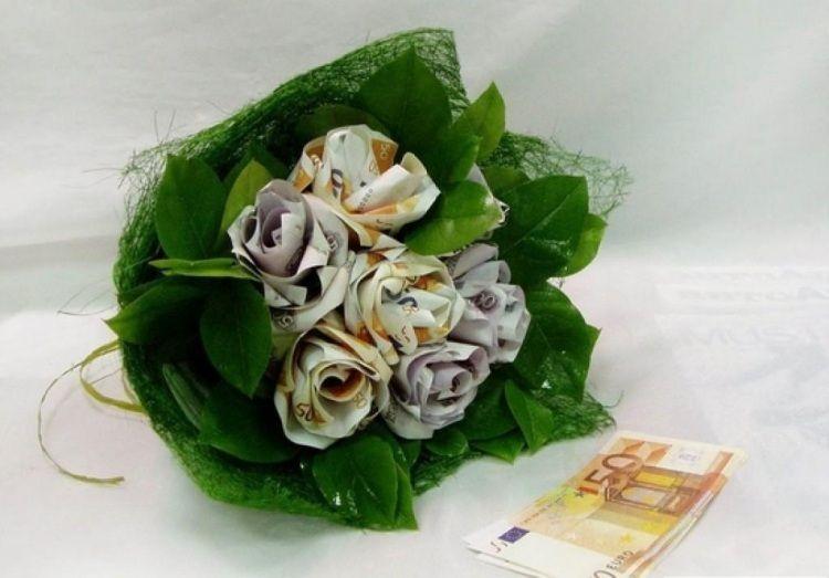 Geldgeschenke Hochzeit Blumenstrauss Rosen Geld Gefaltet