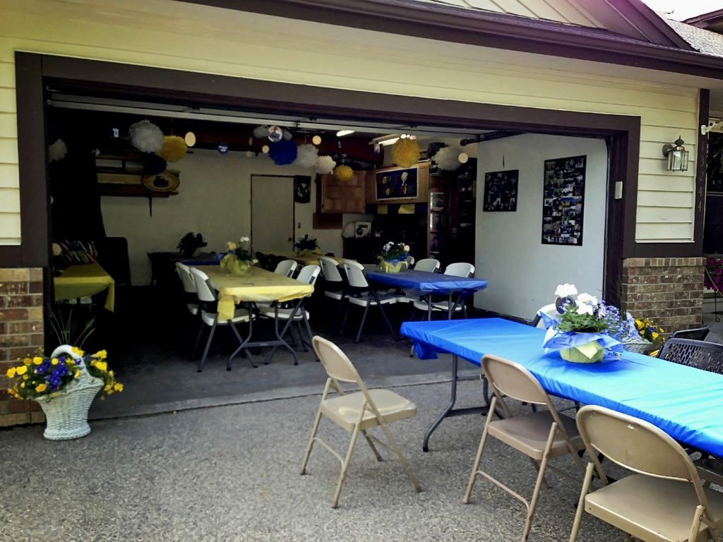 Wonderful Outdoor Graduation Party Ideas For Guys