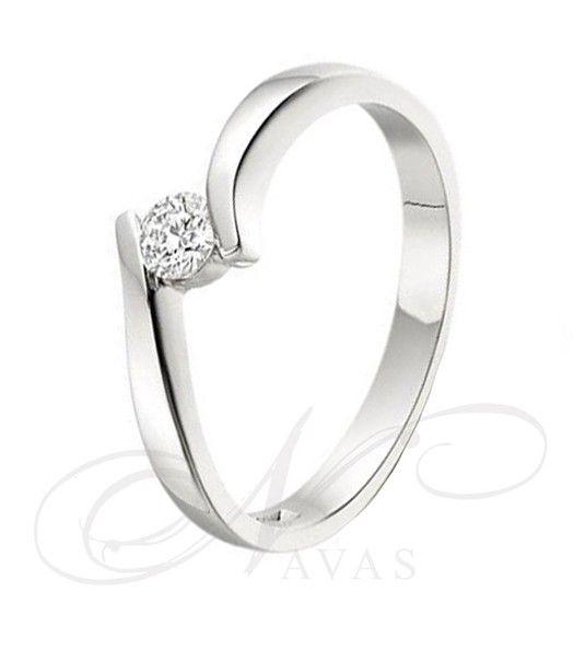 f69422ede3b4 El solitario modelo SABINE marca el inicio de los anillos de diamantes que  se basan en