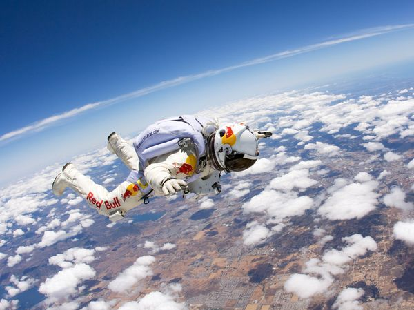 Watch Supersonic Skydive Live Video Of Felix Baumgartner S Jump Felix Baumgartner Skydiving Adventure