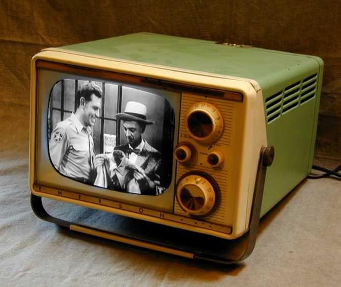 Antique TV Sets | http://antiqueradio.org/art/EmersonTV01A.jpg