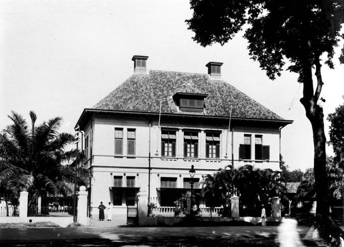 COLLECTIE TROPENMUSEUM Voorkant van het St. Josefgesticht voor jongens te Kramat…