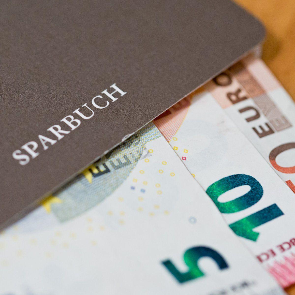 Kein Normaler Sparer Muss In Deutschland Negativzinsen Zahlen Wenn Eine Bank Ihr Geld Nicht Will Bringen Sie Es Einfach Dorthin Wo Es Noch Rendite Gibt Gut Z