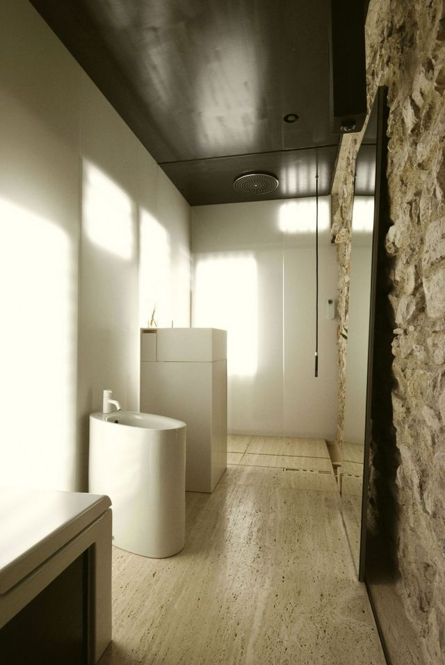 rustikal trifft auf modern badezimmer boden stein verkleidung raue optik traumbad pinterest. Black Bedroom Furniture Sets. Home Design Ideas