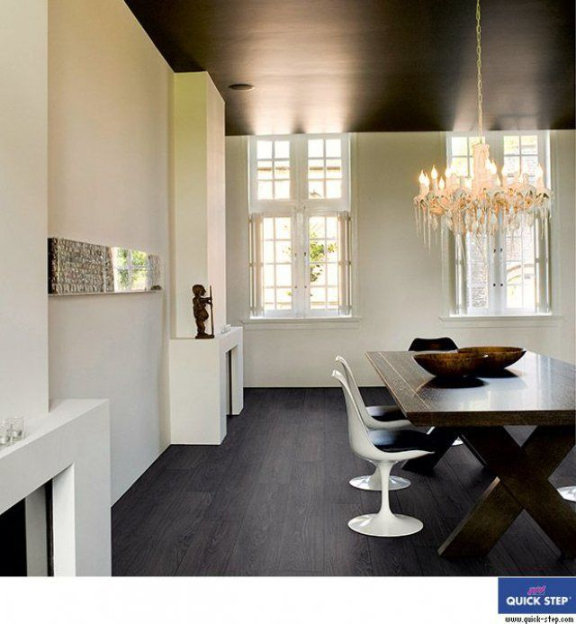 Un plafond noir dans une salle à manger Contrairement aux idées - creer une entree dans une maison