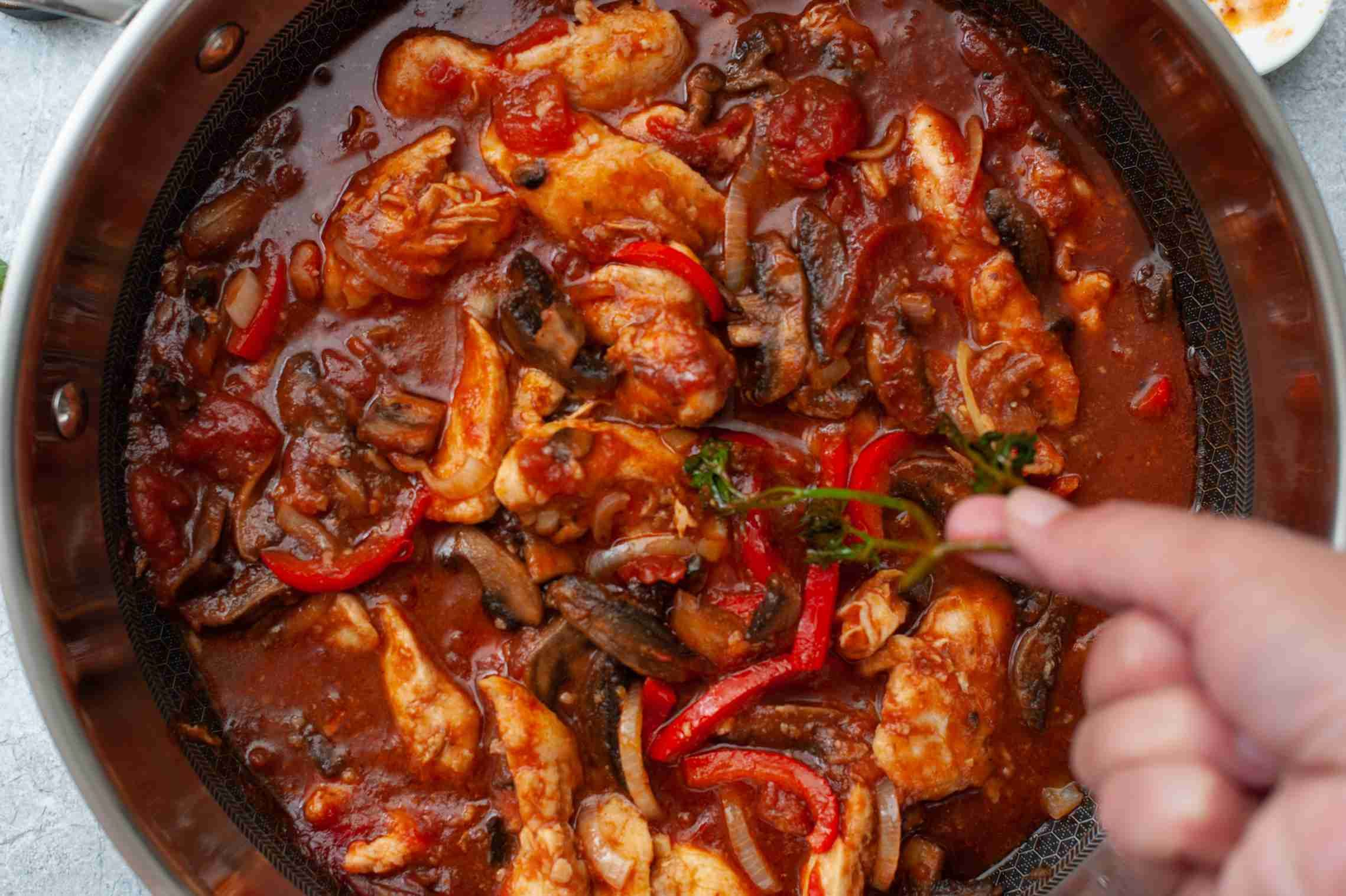 Easy Tasty Chicken Marengo With Mushrooms Garlic And Tomatoes Chicken Marengo Chicken Recipes How To Cook Pasta