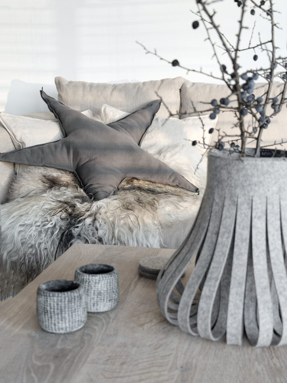 wohnaccessoires n hen medi t schchen n hen f r viel farbe im grau e v avec n hen f r. Black Bedroom Furniture Sets. Home Design Ideas