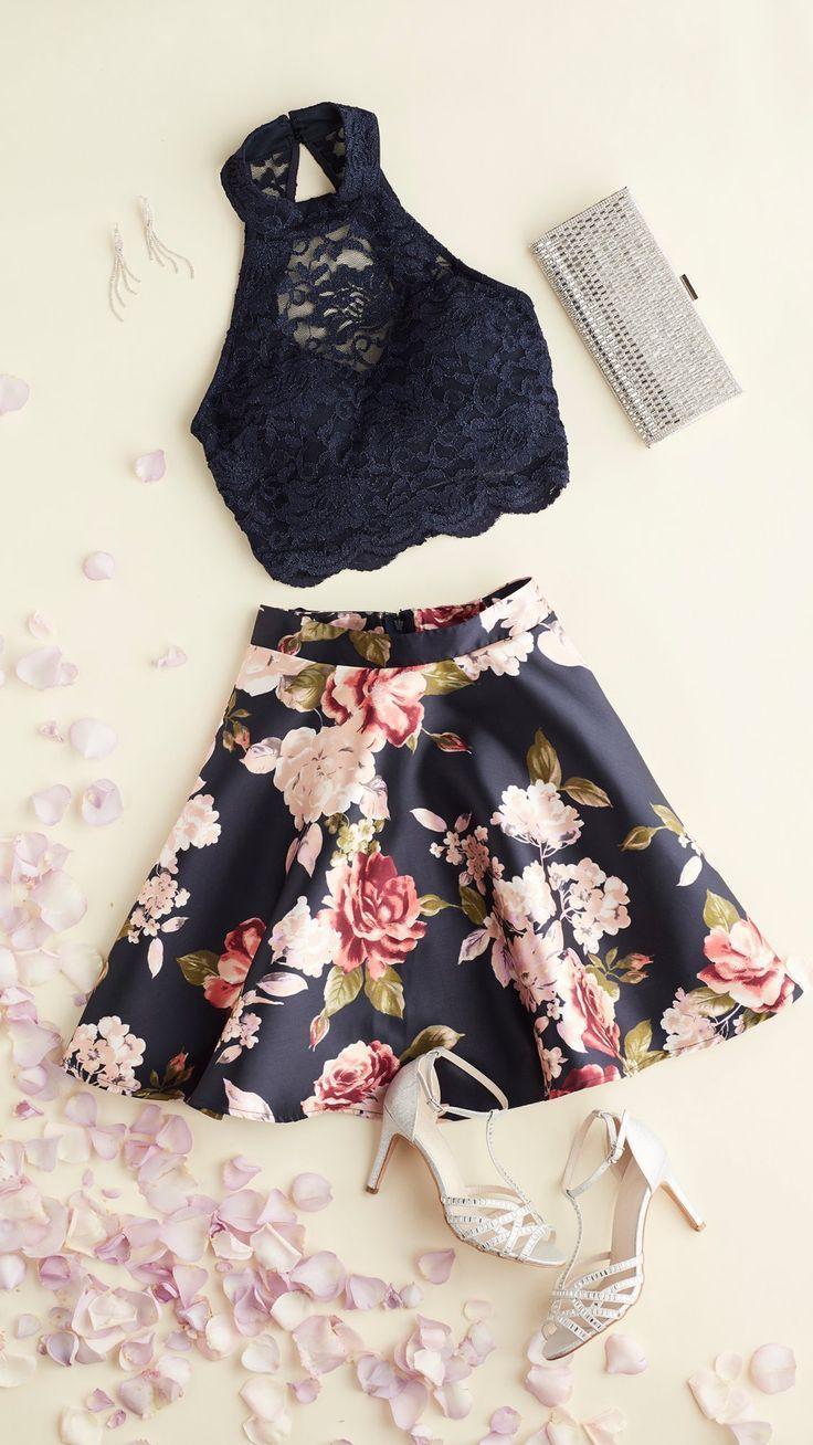 Flirty Florals warten auf # hoco2k18! Dieses Kleid trifft alle diesjährigen Trends #schooldancedresses