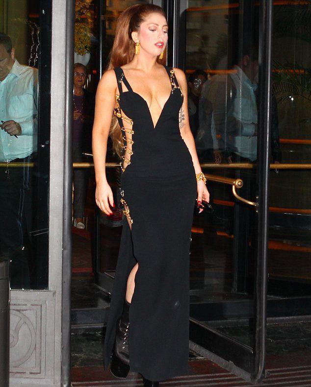Wcw Liz Hurley The Safety Pin Dress Resurrection Vintage Lady Gaga Fashion Lady Lady Gaga