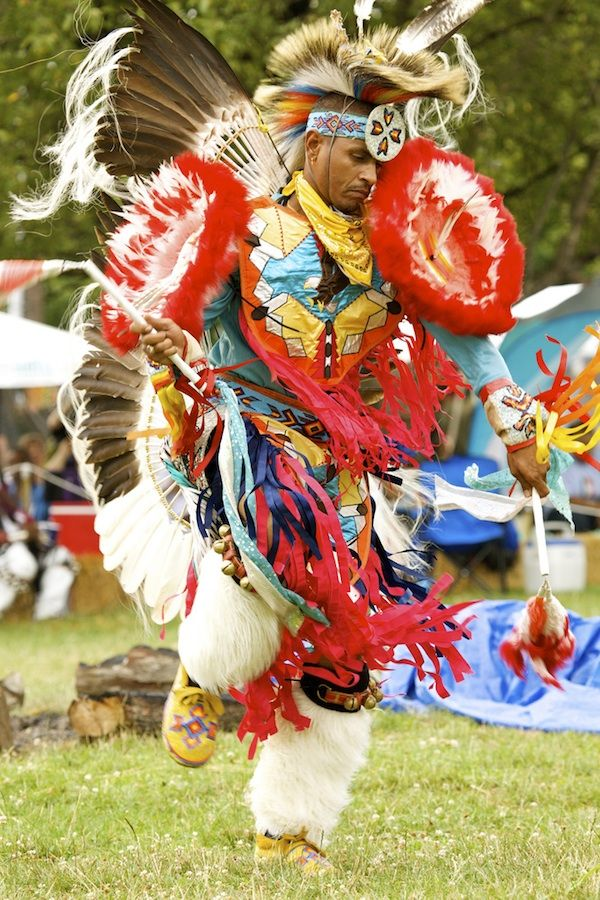 3ad406d8371cd Pow WoW Fancy Dance | While performing the men's fancy dance, an eagle  feather fell from .