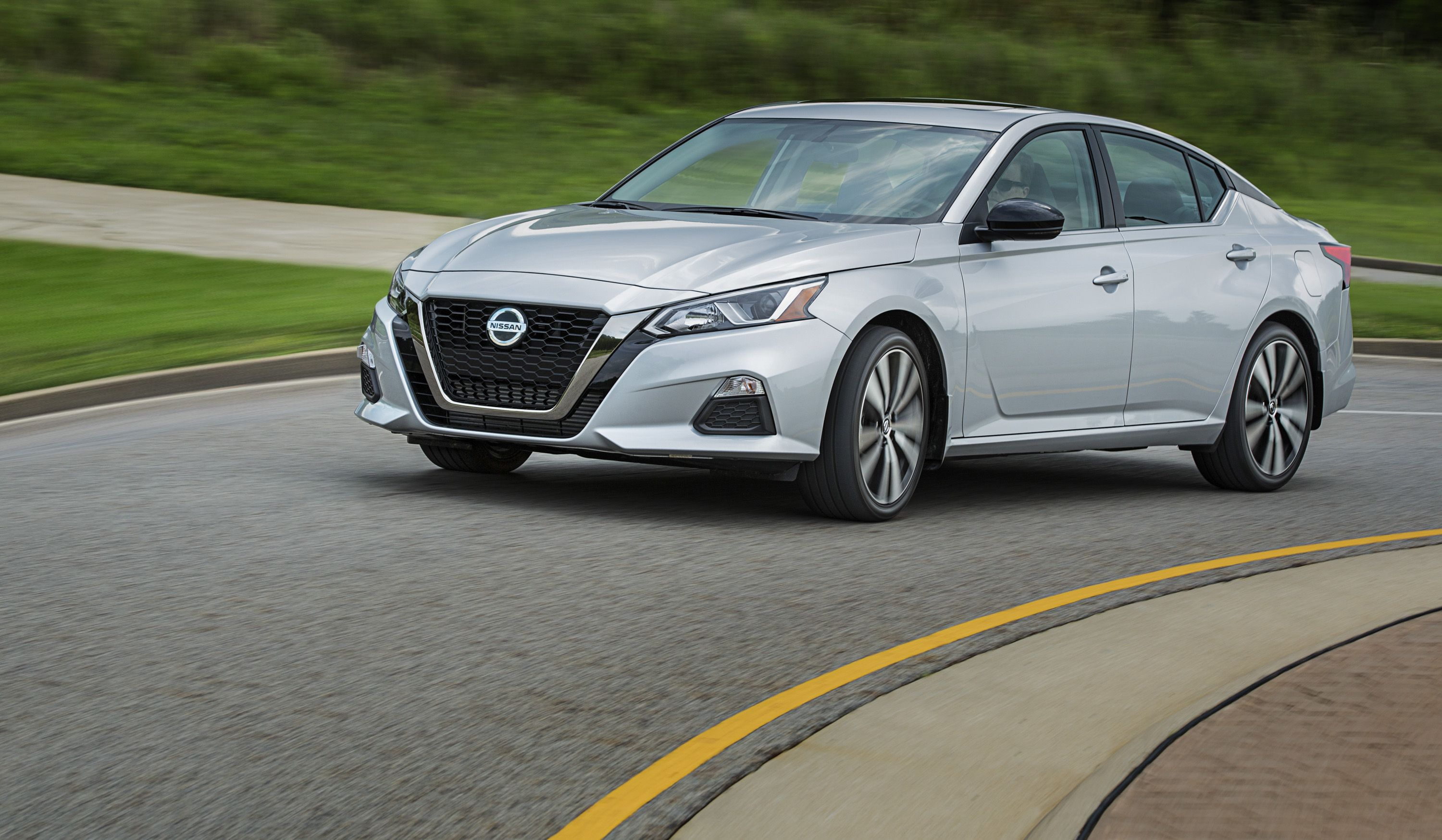 Are Crossovers And Suvs Becoming Daddy S Car Nissan Thinks So And Hopes It Ll Boost Sedan Sales Top Speed Nissan Altima Altima Small Luxury Cars