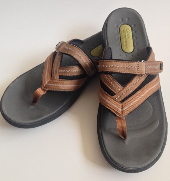 clarks wave walk flip flops