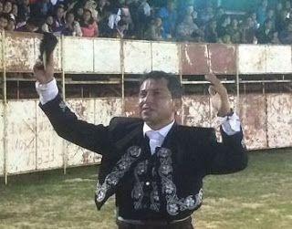 PeninsulaTaurina.com : Cuauhtémoc Ayala toca pelo en Pisté