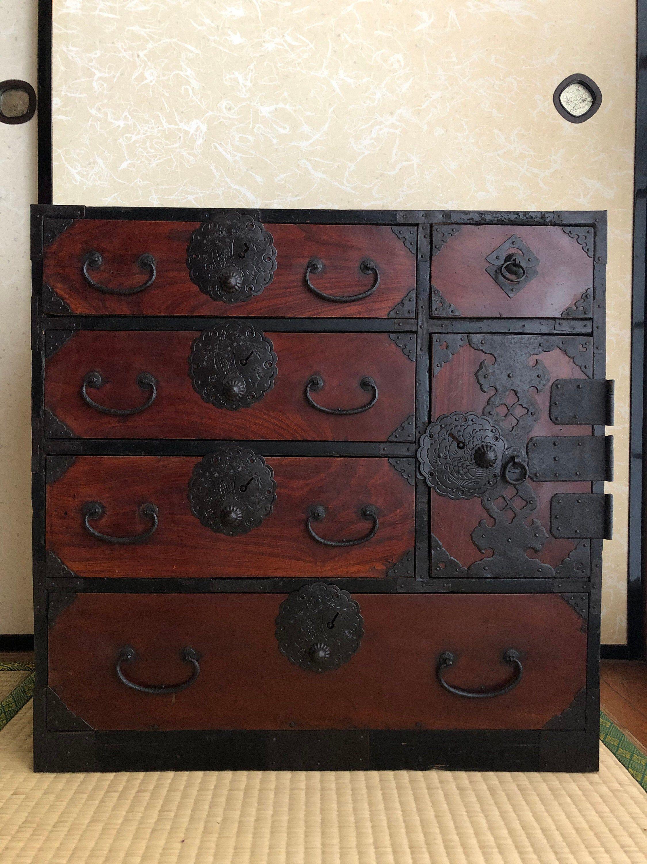 Armoire En Bois De Meubles Japonais Antique Isho Tansu En 2020 Meubles Japonais Mobilier De Salon Armoire En Bois