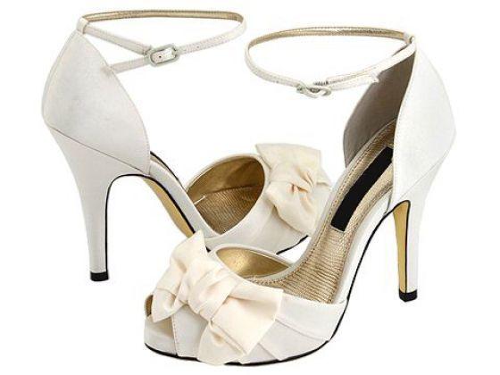 Fehér menyasszonyi cipő barackszínű masnival 35 - Gyönyörű menyasszonyi  cipők - 1e4f1cddd1