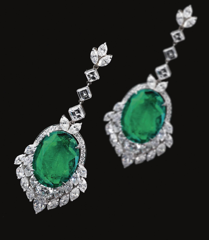 PAIR OF EMERALD AND DIAMOND PENDENT EARRINGS.