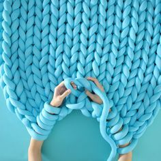 How to Arm Knit Super Chunky Ohhio Blanket | Tutor