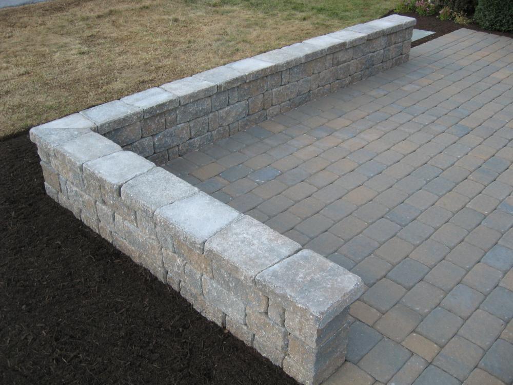 Belgian block wall freestanding hardscape patio wall