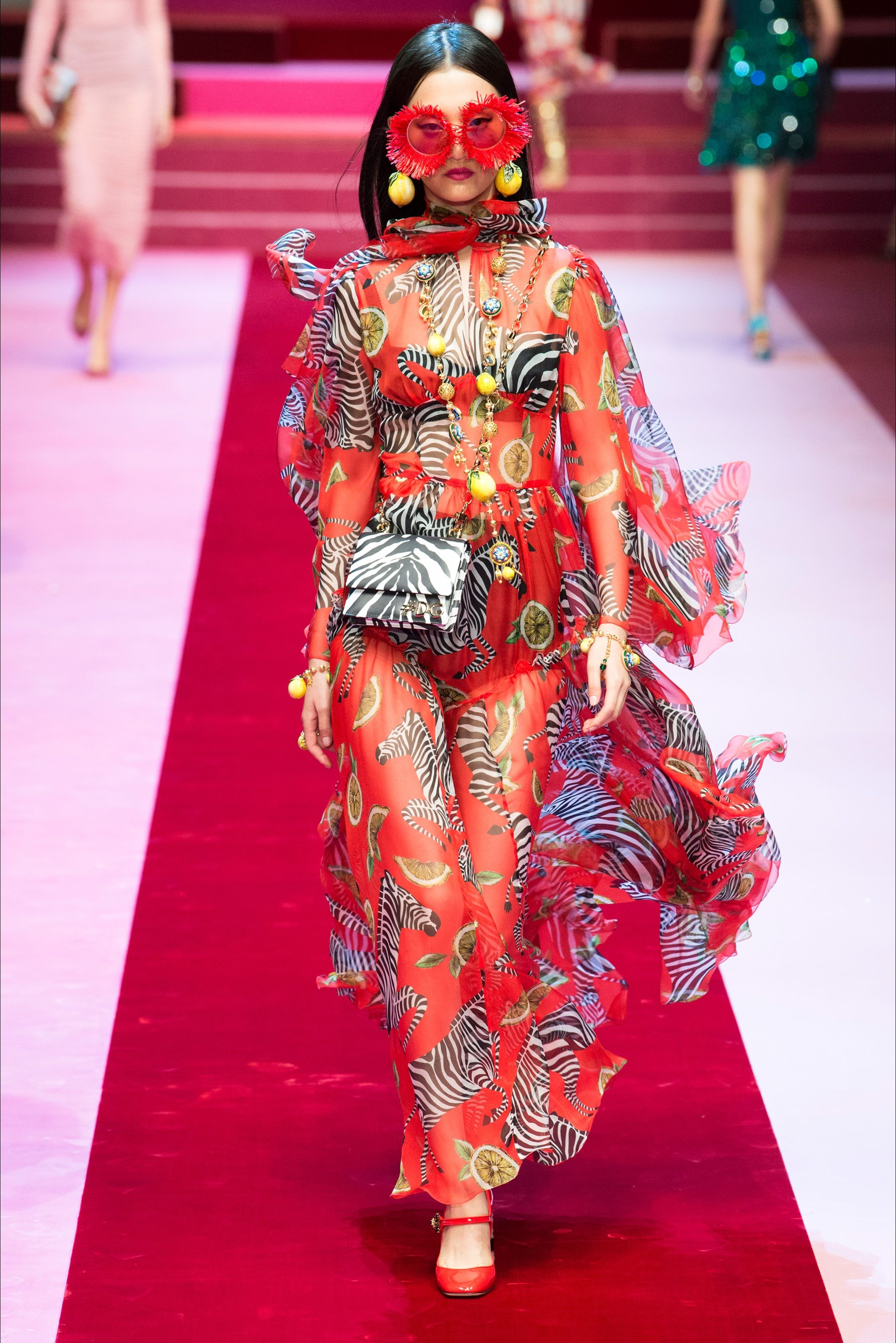Sfilata Dolce   Gabbana Milano - Collezioni Primavera Estate 2018 - Vogue 244e12955f6